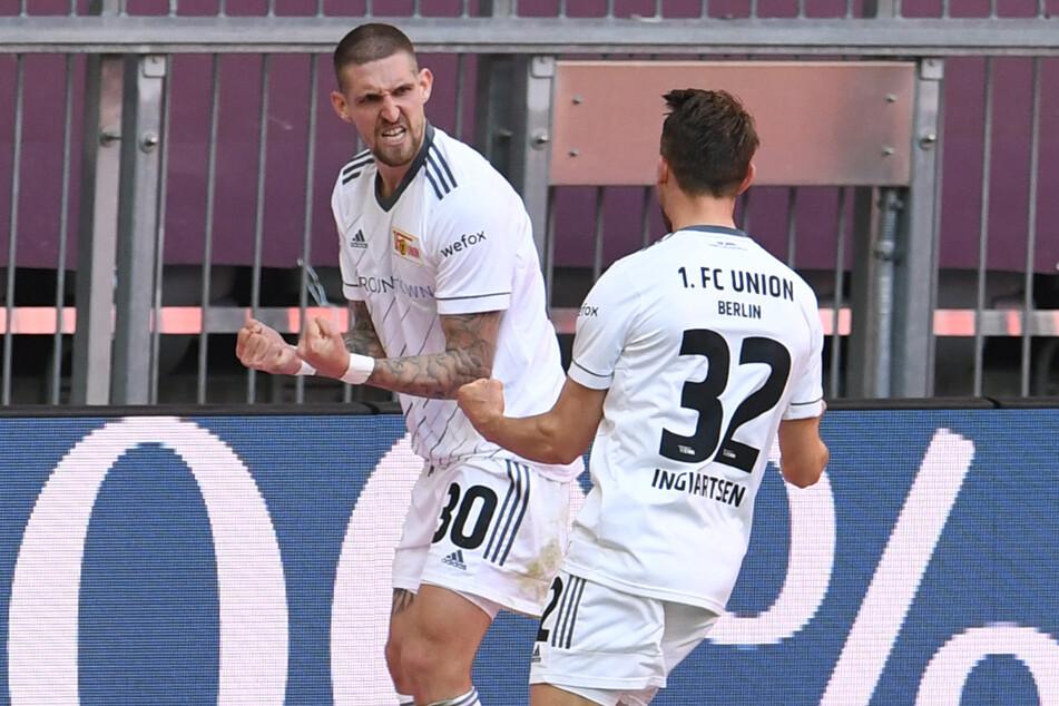 Robert Andrich (r.) bejubelt mit Torschütze Marcus Ingvartsen den Treffer zum 1:1. Durch das Remis beim FC Bayern haben die Eisernen die 40-Punkte-Marke erreicht.