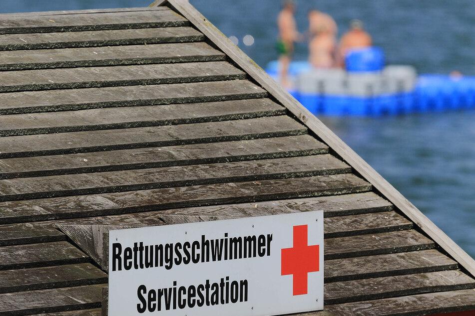 Die Deutsche Lebensrettungsgesellschaft (DLRG) rät eindringlich zum Baden an bewachten Orten. In diesem Jahr gab es schon sechs tödliche Badeunfälle in Sachsen-Anhalt. (Symbolbild)