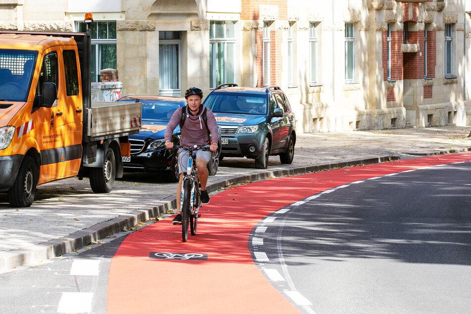 Der neue Radweg auf der Wernerstraße bietet mehr Sicherheit, die ging aber zu Lasten von Parklätzen.