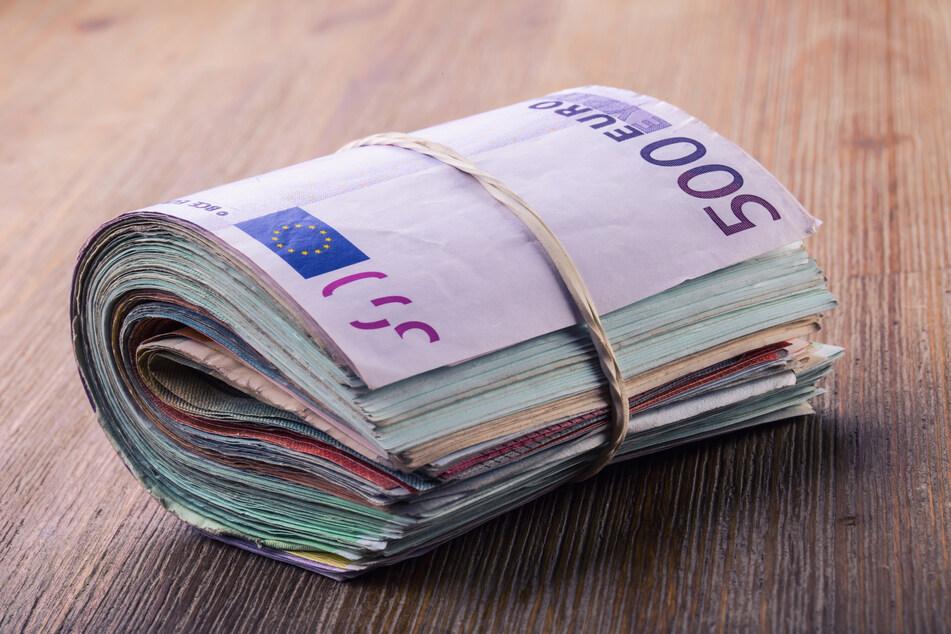 In Aue wurden bei der Kontrolle eines jungen Mannes mehrere Pakete mit Geld entdeckt. (Symbolbild)