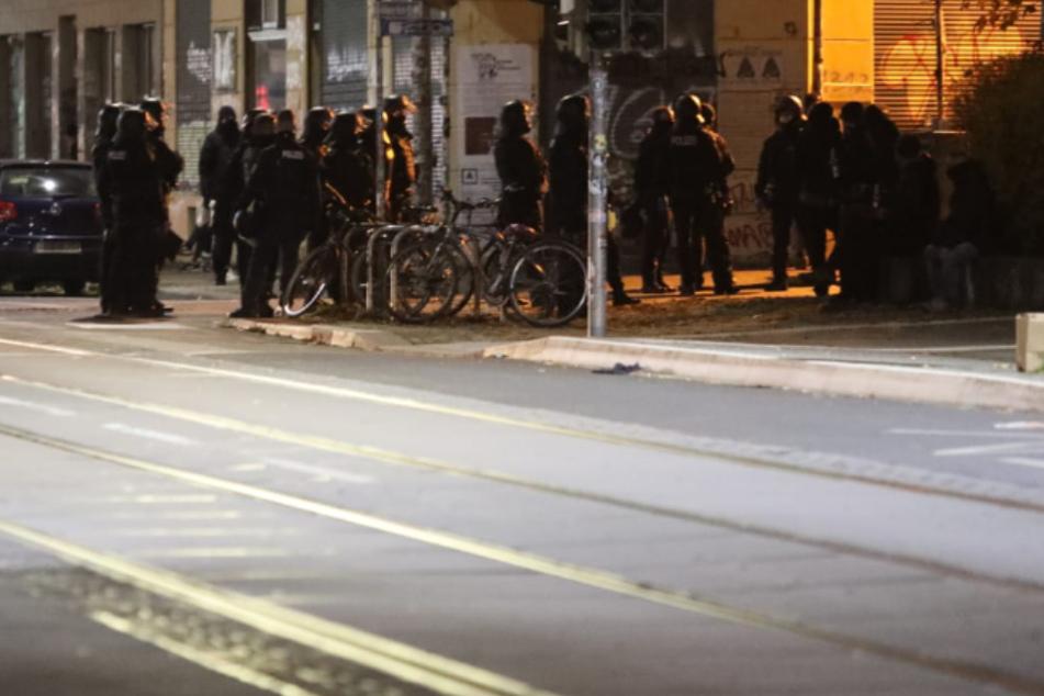 Leipzig Connewitz: Zwei Abende, zwei Angriffe: Polizeiposten in Connewitz erneut mit Steinen beworfen