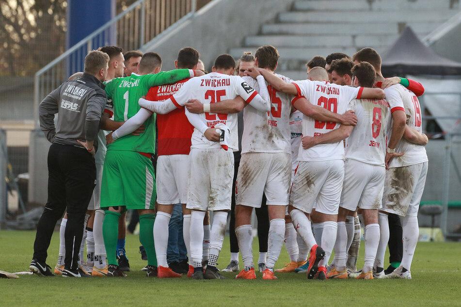 Nach der Partie in Wiesbaden rauften sich die Zwickauer zusammen - am Teamgeist liegt es sicher nicht, dass der FSV in den Abwärtsstrudel geraten ist.