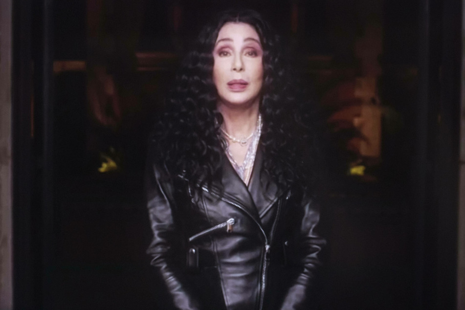 """Cher apologizes for """"tone-deaf"""" tweet about George Floyd's death"""
