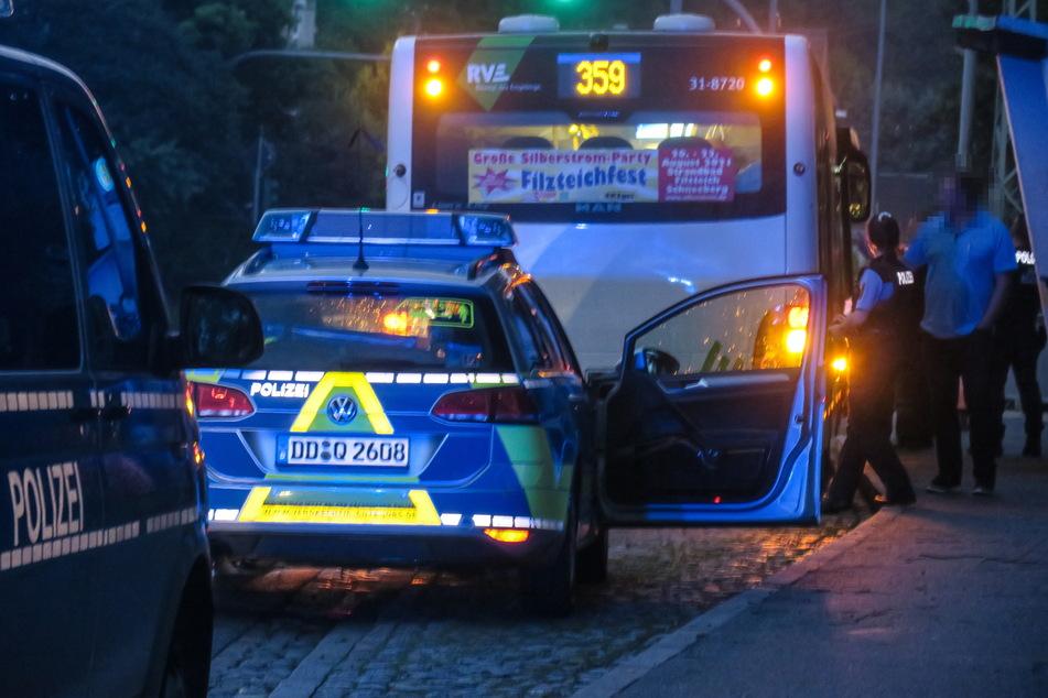 In Bad Schlema wurde am Samstag ein junger Mann (20) in einem Bus angegriffen.
