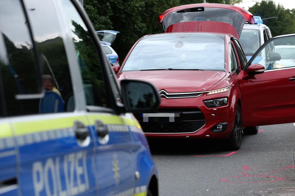 Die Frau (51) wurde von diesem roten Citroën Picasso erfasst und schwer verletzt.
