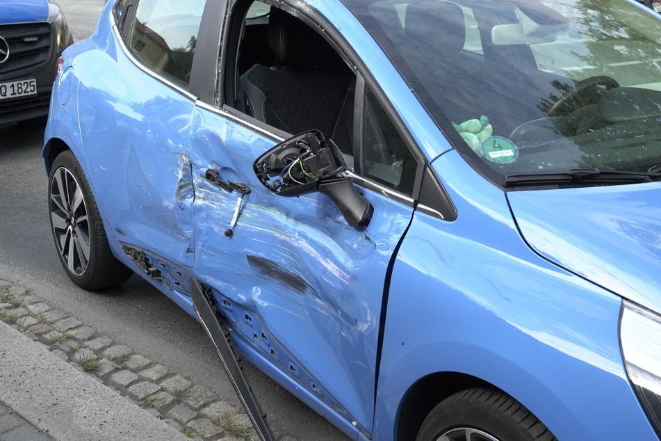 Der Renault-Fahrer wollte an der Kreuzung abbiegen, dann passierte der Crash.