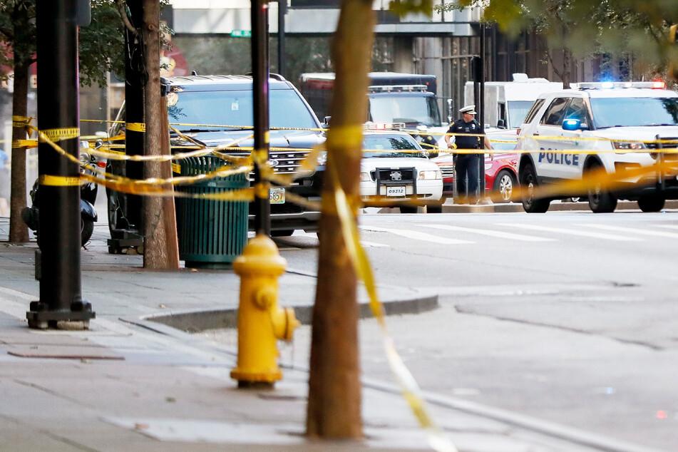 Ein Tatort wurde nach einer Massenschießerei abgesperrt. (Symbolbild)