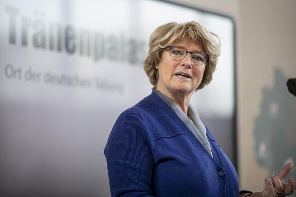 Die Gema hat sich bei Kulturstaatsministerin Monika Grütters (59) für eine Aufstockung der Corona-Fördersumme stark gemacht.