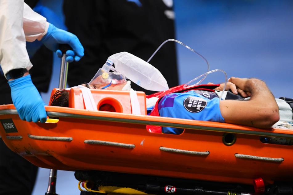 Eric Garcia musste am Mittwoch mit einer Trage und Halskrause vom Platz gebracht werden. Nun geht es ihm aber wieder besser.