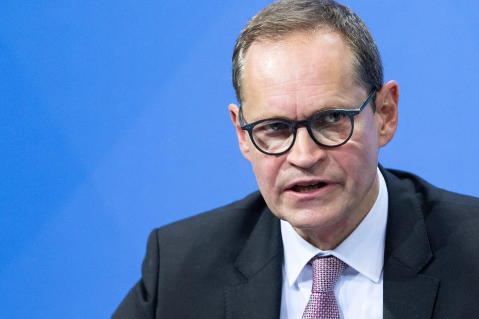 Michael Müller (56, SPD), Regierender Bürgermeister von Berlin, äußert sich auf der Pressekonferenz im Bundeskanzleramt zum weiteren Vorgehen in der Corona-Krise.
