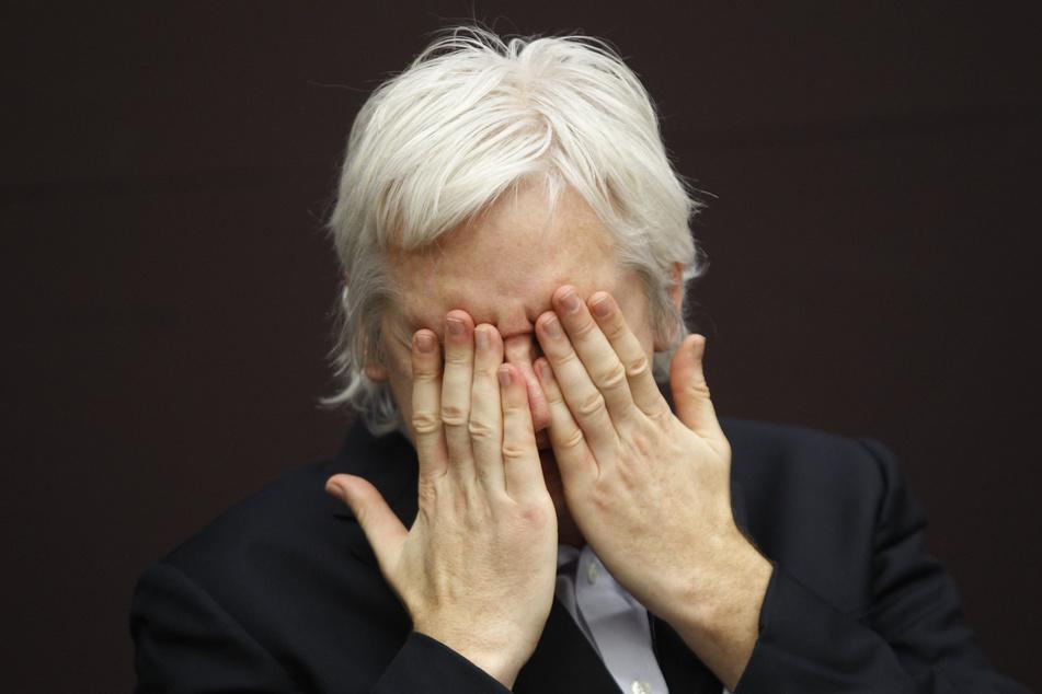 WikiLeaks-Gründer Julian Assange (49) bleibt in Großbritannien in Haft. (Archivfoto)