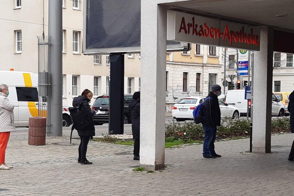 Leipzig: Run auf kostenlose FFP2-Masken: Risikogruppen stürmen Apotheken!