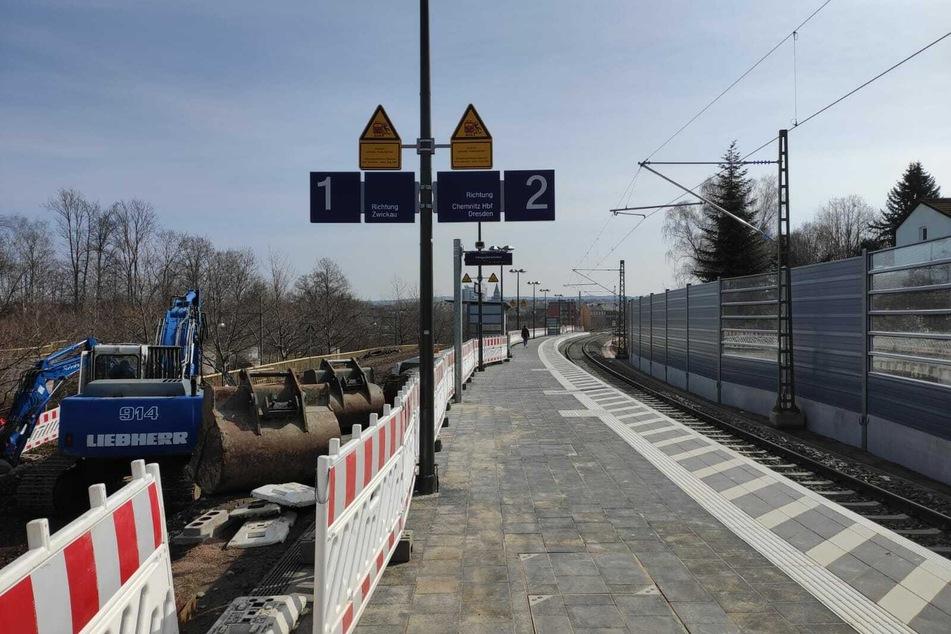 Am Haltepunkt Mitte halten die Züge vorerst eingleisig. Am Gleis eins müssen erst noch neue Schienen verlegt werden.
