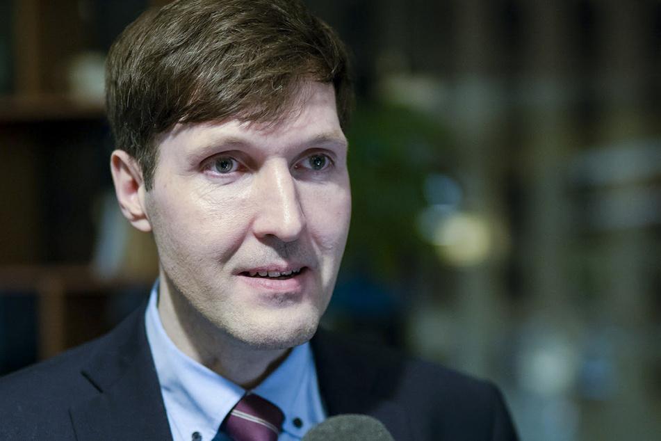 Martin Helme, Sohn von Estlands Innenminister Mart Helme, hat ein Misstrauensvotum überstanden. Innenminister Mart Helme hat nach dem Wirbel über seine Zweifel an der Rechtmäßigkeit der US-Präsidentschaftswahl seinen Rücktritt angekündigt. I