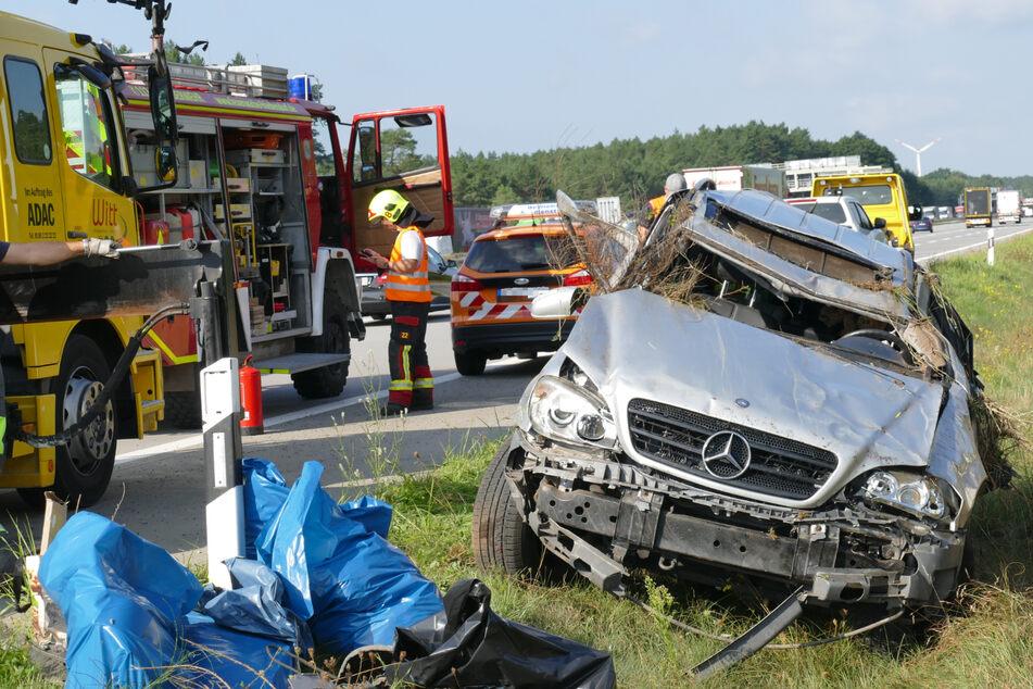 Unfall A: Mercedes-Fahrer überschlägt sich neben A10 und stirbt