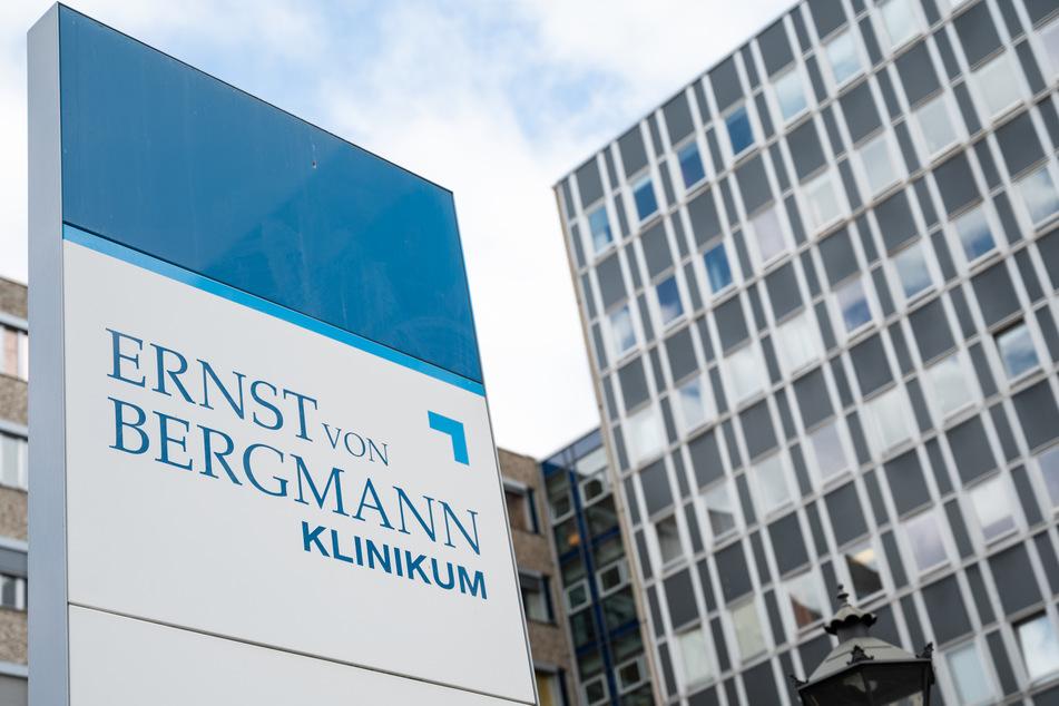 Zu dem Ausbruch der Coronavirus-Infektionen im Potsdamer Klinikum Ernst von Bergmann (EvB) will die Geschäftsführung der Stadt eine neue Dokumentation zu den Infektionen vorlegen.