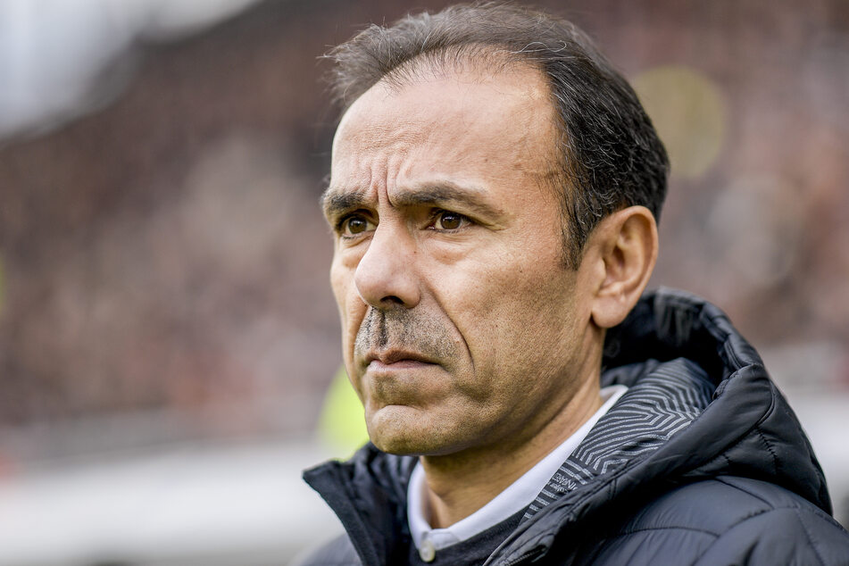 St. Paulis Trainer Jos Luhukay kann seinen Job aktuell kaum ausüben.