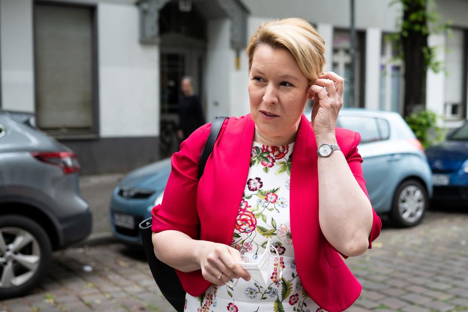 Franziska Giffey (43, SPD) will Berliner Lehrer und Lehrerinnen wieder verbeamten.