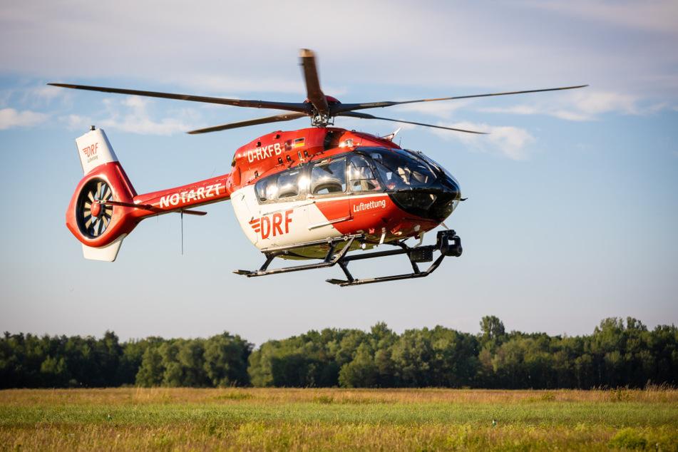 Der 20-Jährige musste per Rettungshubschrauber zur Behandlung in ein Krankenhaus nach Bielefeld gebracht werden. (Symbolbild)