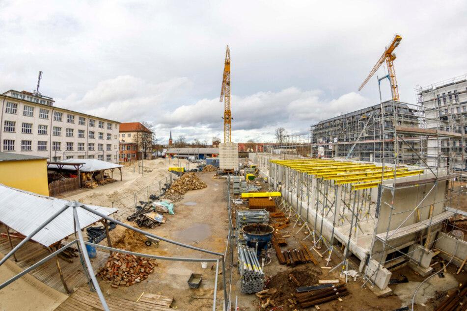 Aktuell wird auf dem Citybeach-Gelände gebaut: An den Volleyballfeldern entsteht ein Schallschutz.