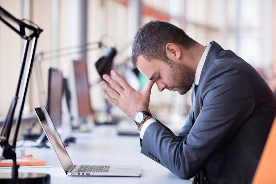 """Bei vielen Bürojobs rein theoretisch kein Problem: Arbeiten von zu Hause aus. Viele Arbeitgeber machen das bereits möglich. Mit der neuen Home-Office-Pflicht müssen Arbeitgeber ihren Mitarbeitern das sogar ermöglichen, """"wo es geht""""."""