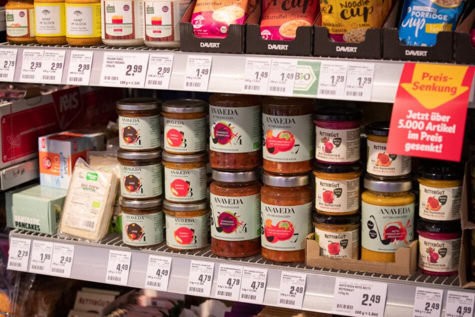 Vegetarische und vegane Produkte erfreuen sich im Supermarkt großer Beliebtheit. (Symbolbild)