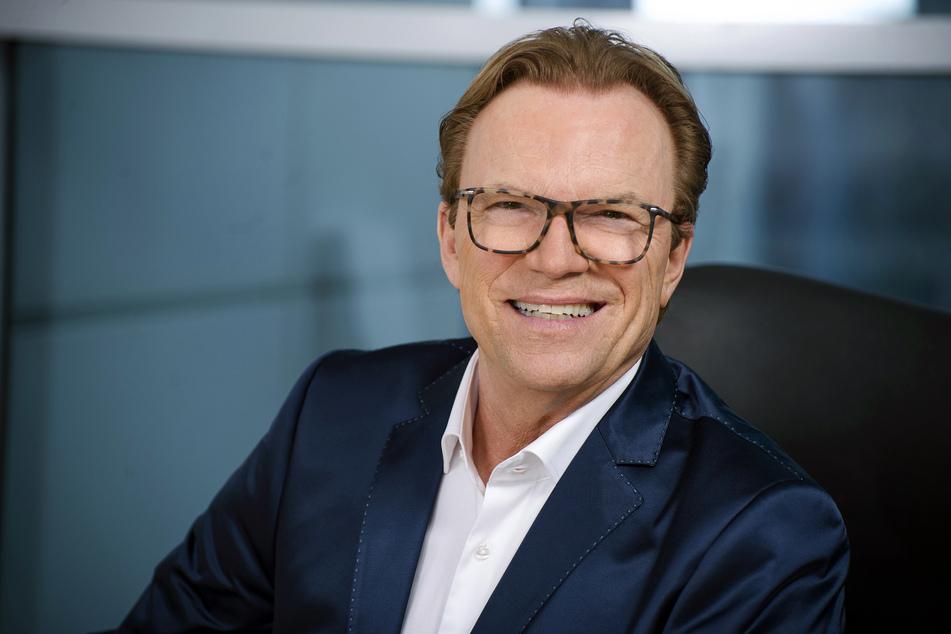 """Die große Jubiläumsausgabe!"" präsentiert Wolfgang Lippert (68)."