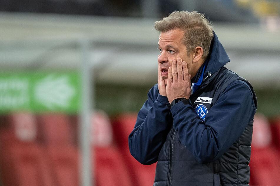 Sichtlich angeschlagen wirkte Darmstadt-Trainer Markus Anfang (46) nach dem späten Siegtreffer für Fortuna Düsseldorf.