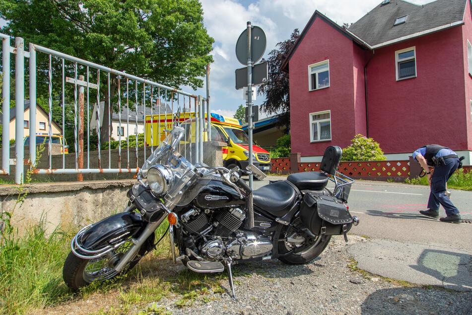 Ein Biker krachte am Sonntagnachmittag in Geyer mit einem VW zusammen. Der Motorradfahrer wurde schwer verletzt.