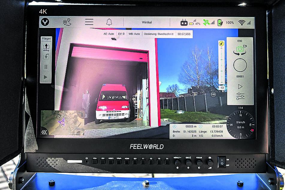 Über den Bildschirm kann der Pilot gleich mehrere Kameras sehen.