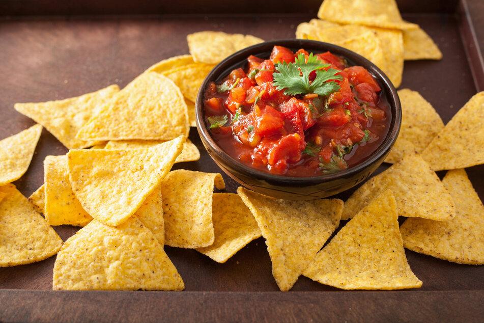 Tomaten lassen sich mit wenig Aufwand zu Salsa verarbeiten.
