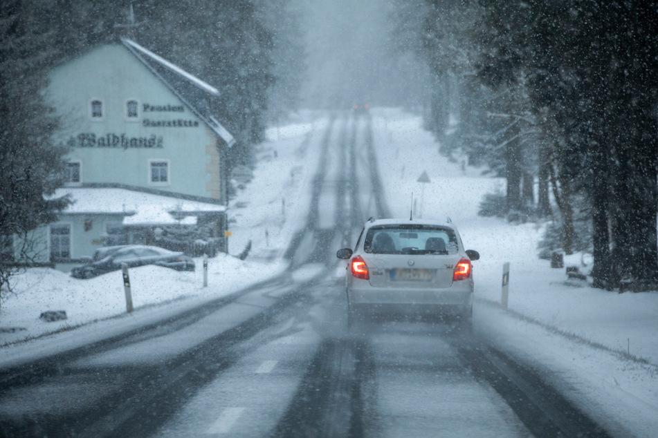 Heftige Schneeschauer sorgten im Erzgebirge für ein Wintercomeback.