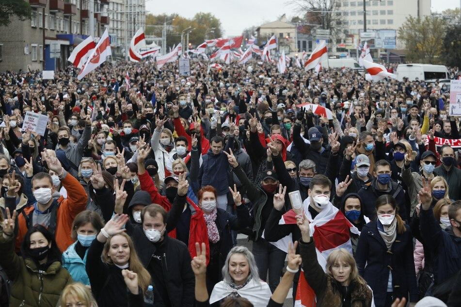 Erneute Massenproteste in Weißrussland gegen Lukaschenko: Festnahme von Demonstranten