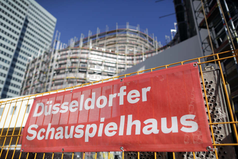 Nach Rassismus-Vorwürfen gegen das Düsseldorfer Schauspielhaus haben die NRW-Landesregierung und die Landeshauptstadt eine konsequente Aufarbeitung der Vorfälle gefordert. (Archivbild)