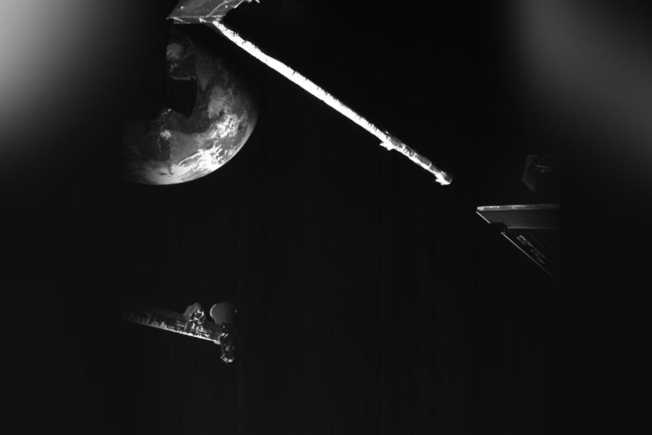 """Die Merkur-Sonde """"BepiColombo"""" flog im April letztmals an der Erde vorbei, bevor sie sich in Richtung Merkur auf machte."""
