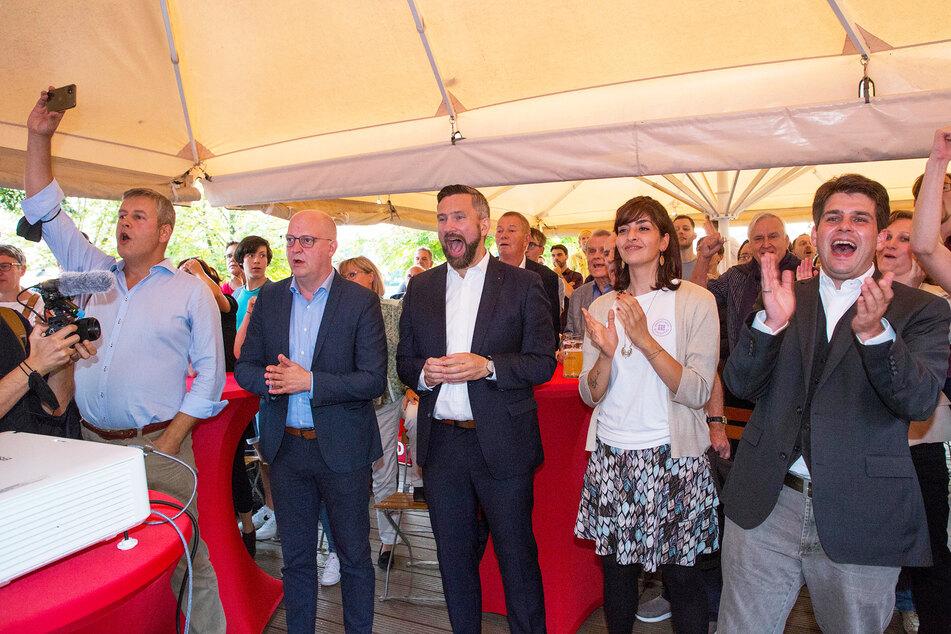 """SPD-Party im Dresdner """"Elbegarten"""" mit Albrecht Pallas (41, v.l.n.r.), Henning Homann (41), Martin Dulig (47), Rasha Nasr (29) und Stephan Schumann (33)."""