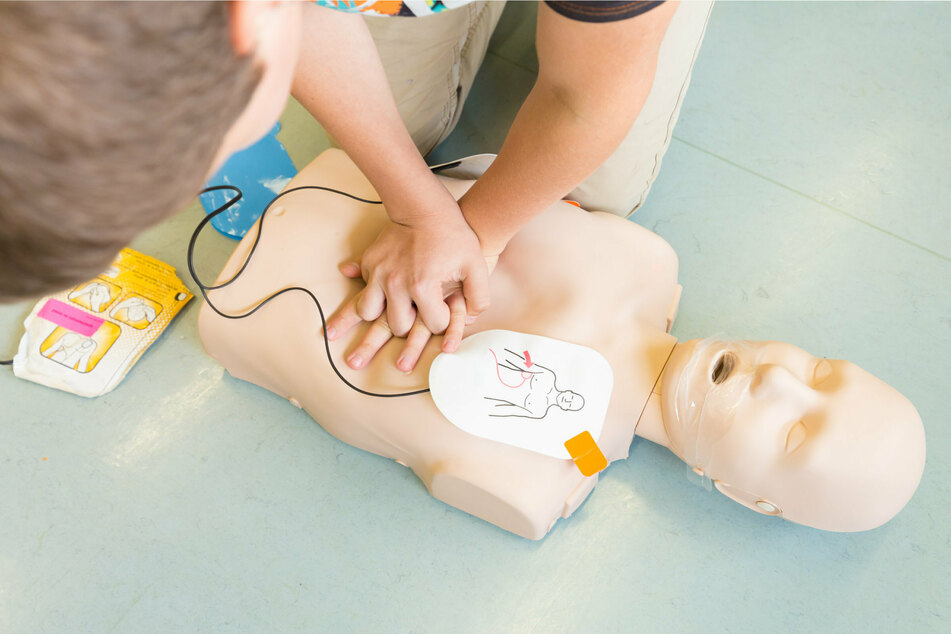 Dad uses CPR scene from The Office to save his daughter's life!