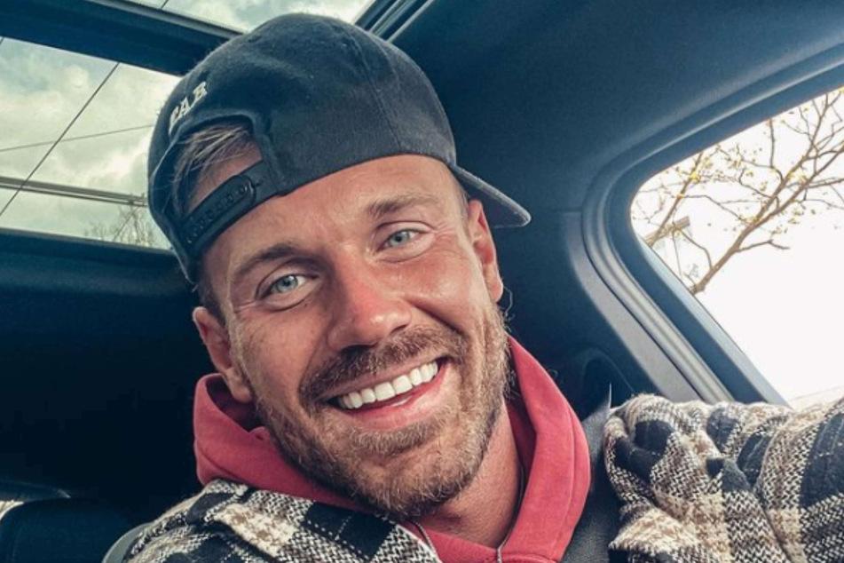 Chris Stenz alias Chris Broy (31) verwirrte jüngst mit einer Aussage zum Geburtstermin seines Babys. Nach der Trennung von Eva Benetatou (29) scheint er den nämlich nicht zu kennen.