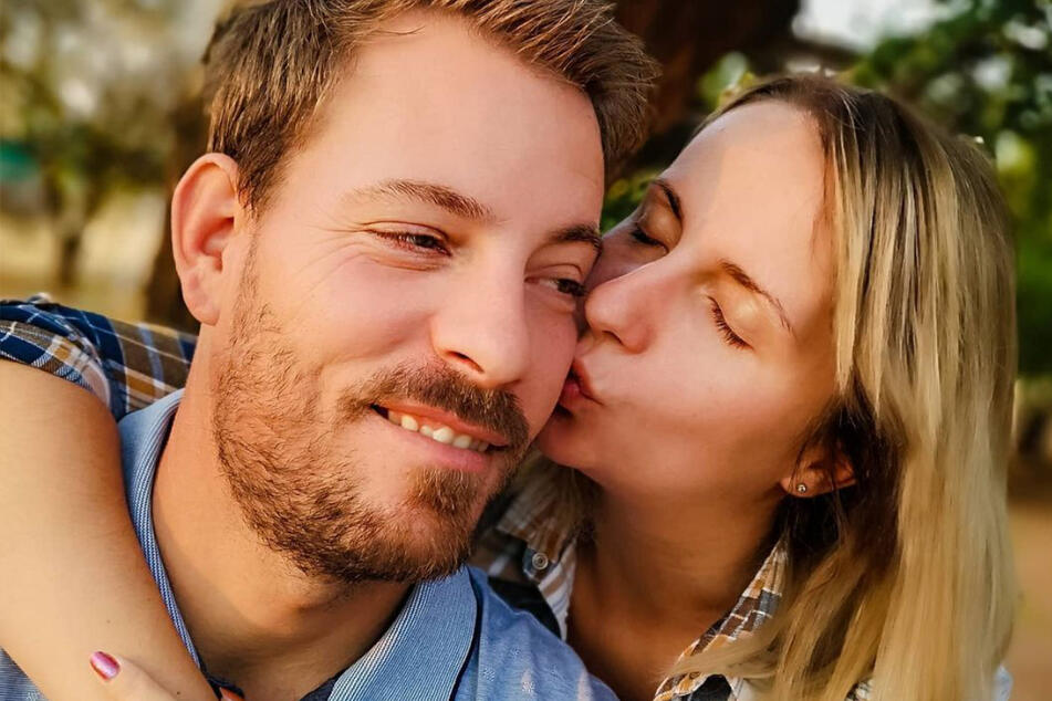 """Anna (30) und Gerald Heiser (35) lernten sich bei """"Bauer sucht Frau"""" kennen und lieben."""