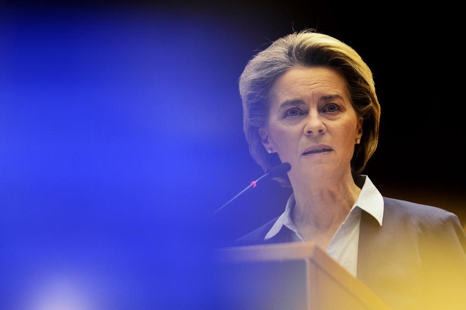 Ursula von der Leyen (62, CDU)), Präsidentin der Europäischen Kommission, muss viel Kritik wegen der Versäumnisse bei der Bestellung der Corona-Impfstoffe einstecken.
