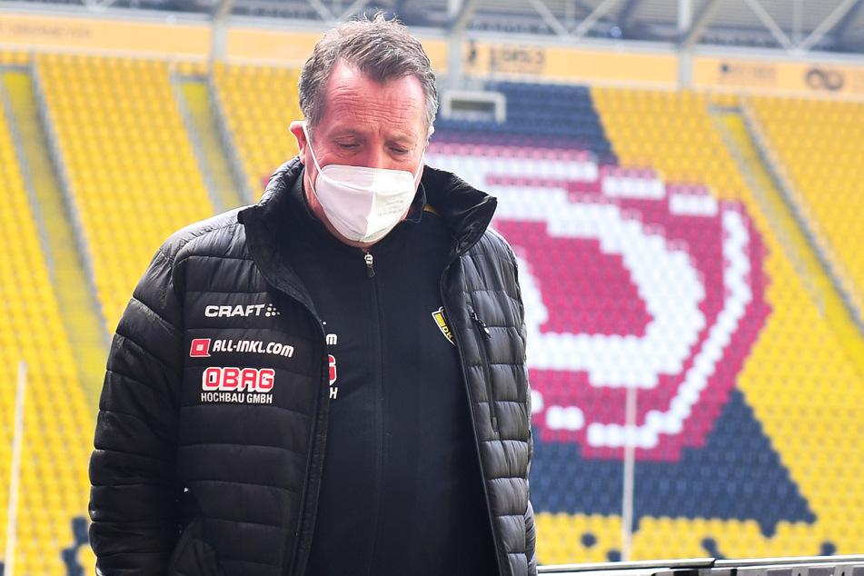 Ein nachdenklicher Markus Kauczinski (51)? Wohl eher ein hoch konzentrierter Trainer, der kurz vorm Ziel steht.