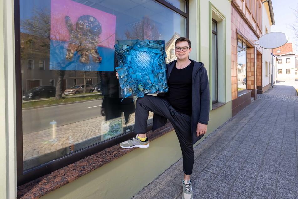 Benjamin Knoblauch (30) zeigt seine Kunst in den Schaufenstern von Kollege Tasso.
