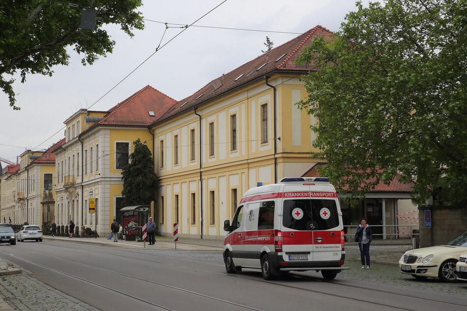 Feuerwehr-Einsatz im Klinikum Friedrichstadt: Kameraden flexen Mann Ring vom Finger!