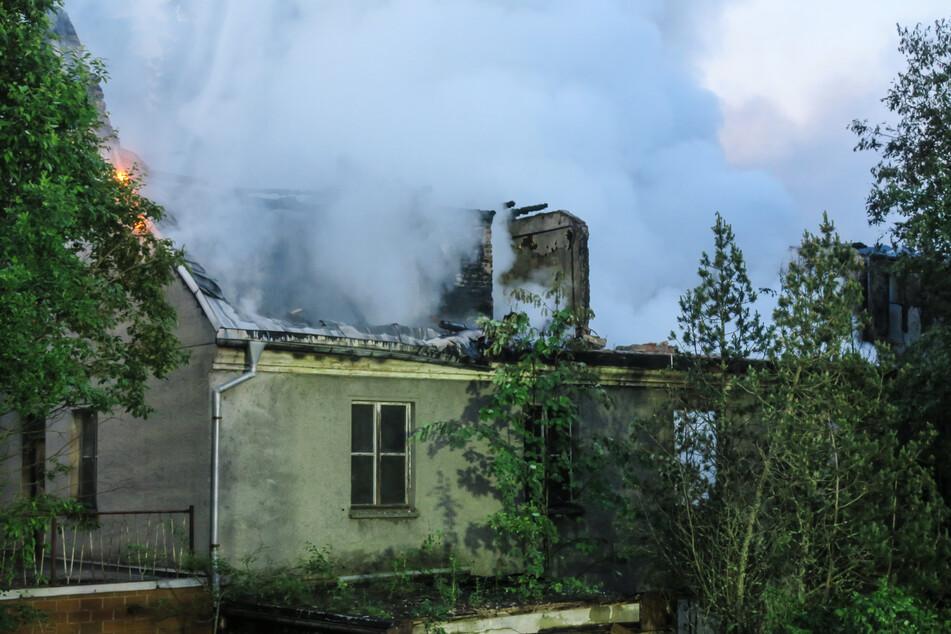 Das Dach des ehemaligen Wohnhauses brannte komplett aus.