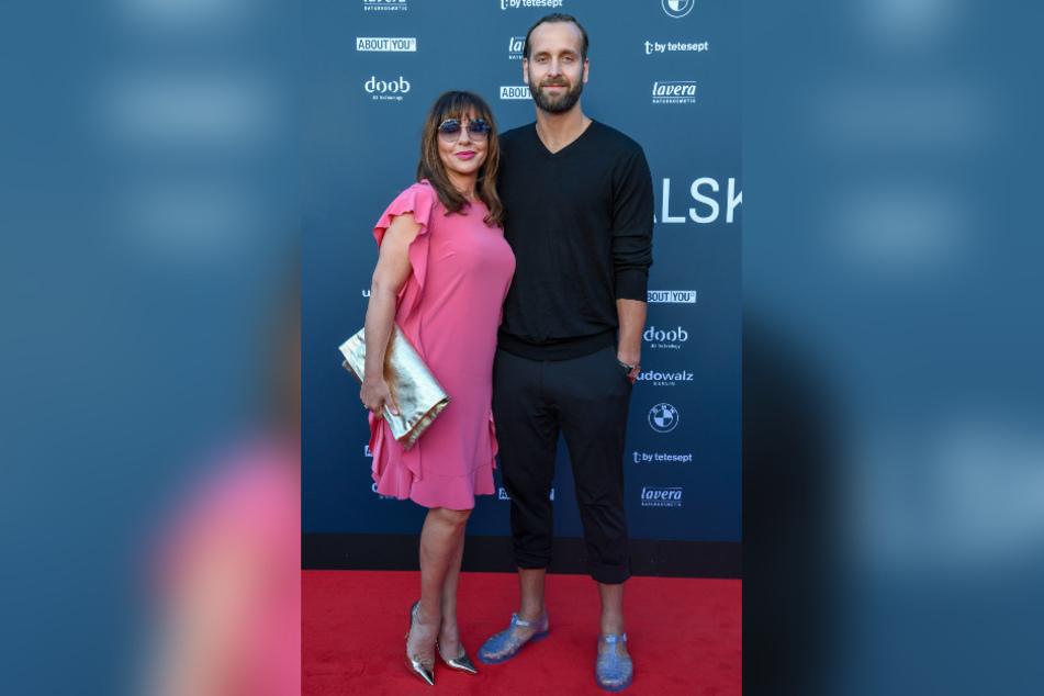 Schauspielerin Simone Thomalla (55) und Handballstar Silvio Heinevetter (35) sind seit 2009 ein Paar.