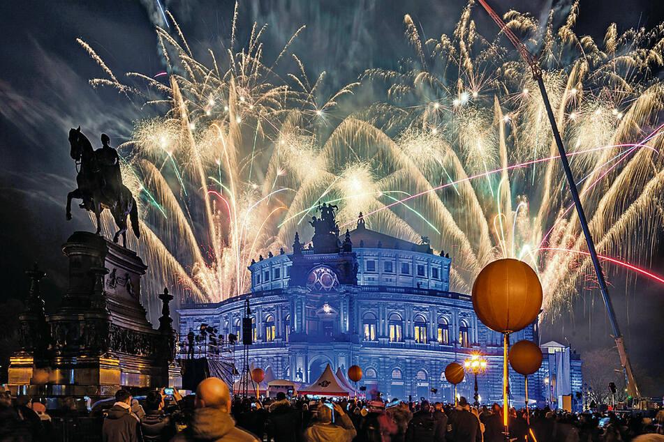 Feuerwerk beim SempernOpernball 2020 mit ausverkauftem Haus