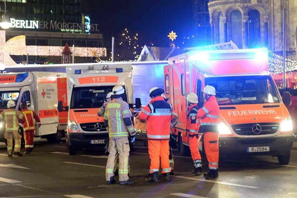 Rettungskräfte beim Anschlag auf den Berliner Weihnachtsmarkt auf dem Breitscheidplatz.