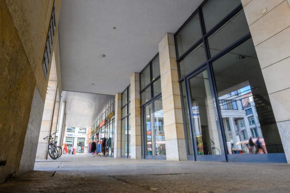 """Ebenfalls seit einiger Zeit dicht ist """"Sport Ehnert"""" am Markt. Dazu kommt die baldige Schließung der Modekette Xquisit (2500 Quadratmeter) in der Straße der Nationen/Rathausstraße."""