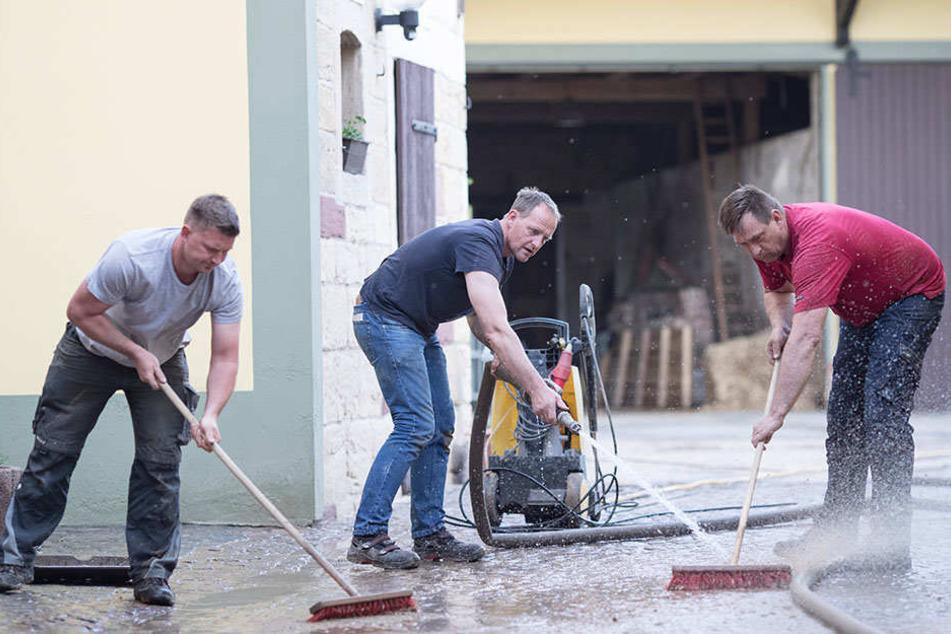 Nach heftigen Unwettern: Arbeitslose müssen aufräumen!