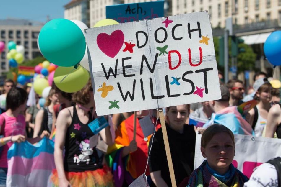 """Am Samstag zog die Parade unter dem Motto """"Warum nicht gleich?"""" durch die Stadt."""